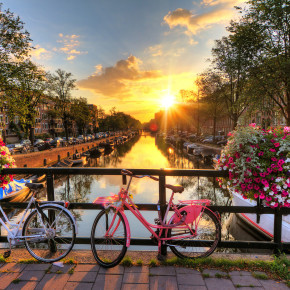 Langes Wochenende: 4 Tage Kurztrip nach Amsterdam mit gutem 4* Hotel & Flug nur 136€