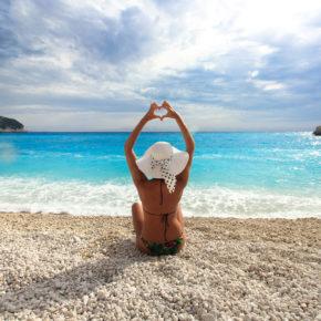 Im Hochsommer: 8 Tage auf der griechischen Insel Lefkada mit Strandhotel & Flug nur 235€