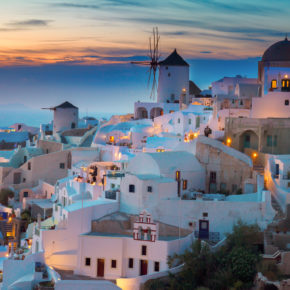 Hochsommer: 8 Tage Santorini im TOP 3* Hotel in Strandnähe mit Flug nur 299€