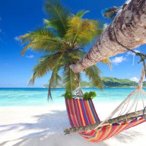 Ein Traum wird wahr: 13 Tage auf die Seychellen im 3* Beachhotel mit Frühstück, Flug, Transfer & Zug für 1.158€