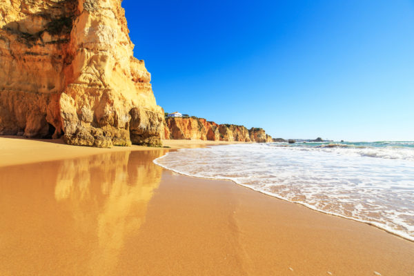 Algarve Strand mit Stein