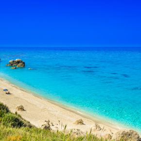 Griechenland: 8 Tage auf Lefkada im guten Apartment am Meer mit Flug nur 106€