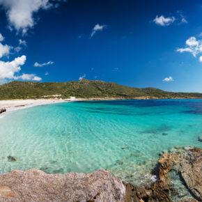 Sardinien Kracher: 7 Tage im 4* AWARD Hotel mit Halbpension, Flug & Transfer nur 456€