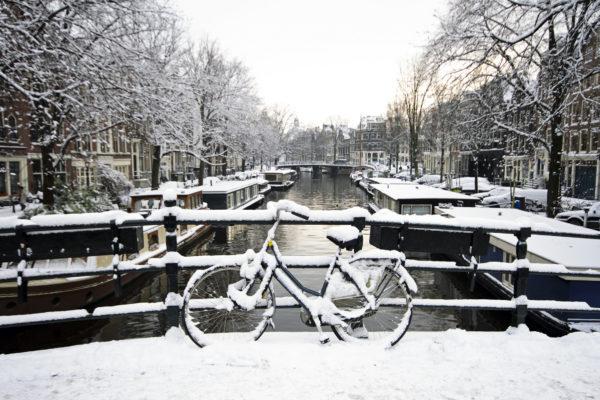 Amsterdam Fahrrad im Schnee