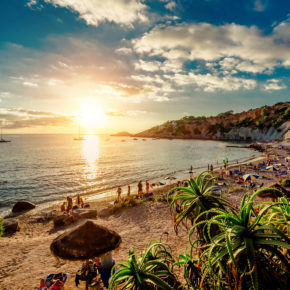 Frühbucher Ibiza: 8 Tage im TOP 3.5* All Inclusive Hotel mit Flug & Transfer nur 360€