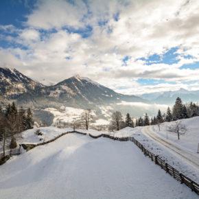 Abenteuer: 2 Tage im coolen Igludorf inkl. Halbpension & Fackelwanderung ab 99€