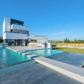 Griechenland: 8 Tage in eigener Ferienvilla auf Rhodos mit Pool & direkter Strandlage ab 181€ p.P.