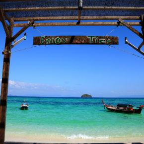 Über Silvester nach Thailand: 14 Tage Koh Lipe im Dschungel-Bungalow am Strand inkl. Flug für 514€