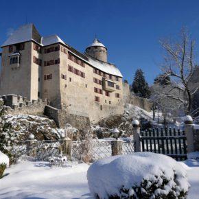 Königlich: 2 Tage im TOP 4* Schloss Hotel in Tirol mit Frühstück & Wellness ab 90€