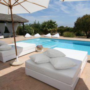 Ibiza mit der Crew: 8 Tage im eigenen Ferienhaus mit Meerblick & Pool ab 138€ p.P.
