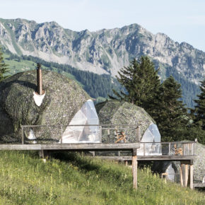 Glamping in der Schweiz: 2 Tage im luxuriösen Whitepod mit Frühstück um 141€