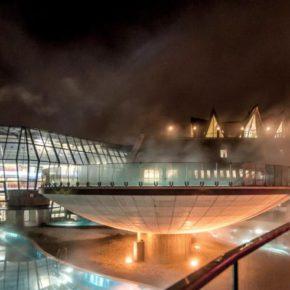 Aqua Dome Therme außen Nacht
