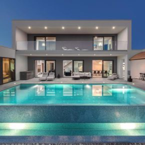 Sommer in Kroatien: 8 Tage Istrien in privater Luxusvilla mit Infinity-Pool ab 243€ p.P.