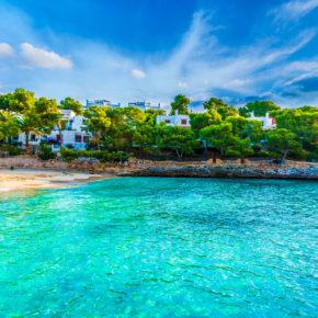 Mallorca Schnäppchen: 7 Tage im 4* Hotel am Playa de Muro mit Halbpension Plus, Flug & Transfer nur 342€