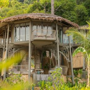 Thailand: 10 Tage Koh Yao Noi in TOP Baumhaus-Villa mit Meerblick, Frühstück, Flug & Transfer für 2239€
