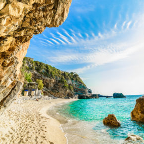 Korfu Kracher: 8 Tage im Apartment am Strand mit Flug nur 90€