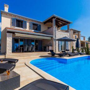 Kroatien mit Freunden: 8 Tage Istrien in eigener Villa mit Infinity-Pool ab 211€ p.P.
