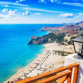 8 Tage Rhodos im strandnahen 4* Hotel mit All Inclusive, Flug, Transfer & Zug nur 465€