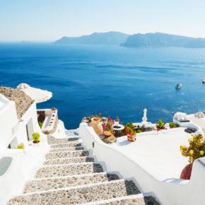 Zu zweit oder mit Freunden: 8 Tage auf Santorini mit 3* Hotel mit Strandnähe & Flug nur 124€