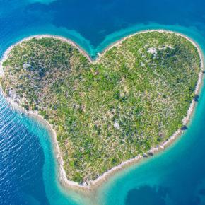 Langes Wochenende in Kroatien: 4 Tage nahe der Herzinsel Galešnjak mit Apartment & Meerblick nur 22€