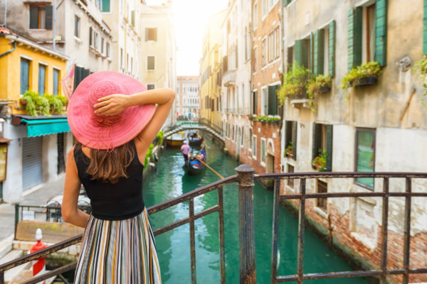 Italien Venedig Frau mit Hut