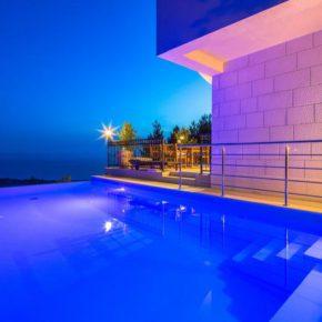 Kroatien Villa Maolive Pool nachts