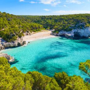 Menorca Last Minute: 7 Tage im 3* Hotel mit Halbpension, Flug & Transfer für 361€