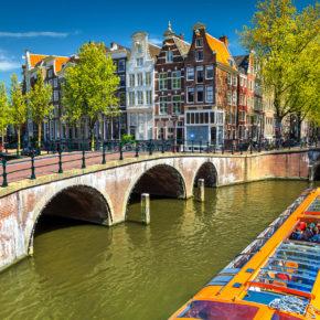 Langes Wochenende in den Niederlanden: 4 Tage Amsterdam & Giethoorn mit Hotels & Flug für 229€