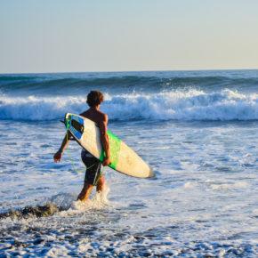 Surfen in Costa Rica: Die besten Spots zum Wellenreiten
