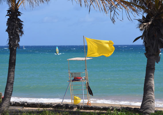 Gelbe Flagge Strand