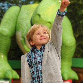 Kleiner Junge im Walt Disney Studios Park Paris