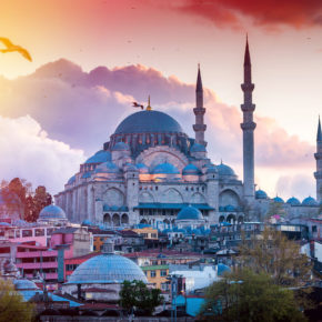 Langes Wochenende in Istanbul: 4 Tage Städtetrip im zentralen 5* Hotel inkl. Flug um 165€