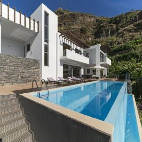 Auszeit in Portugal: 8 Tage Madeira in Design-Villa mit eigenem Infinity-Pool ab 212€ p.P.