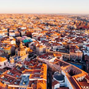 Sommer in Madrid: 3 Tage am Wochenende im zentralen TOP 4* Hotel mit Flug nur 85€