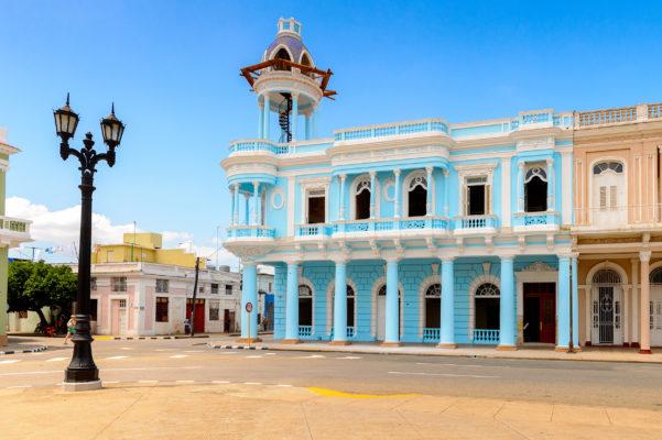 Kuba Cienfuegos bunte Häuser