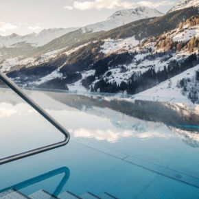 Alpen-Wellness: 3 Tage im Chalet mit Panoramablick, Infinity-Pool, Spa & Frühstück nur 199€