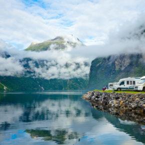 Camping in Norwegen: Infos zu Plätzen, Kosten & Anreise inkl. Platzempfehlungen