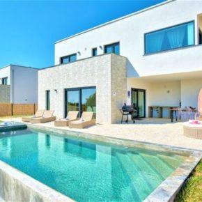 Kroatien: 8 Tage in luxuriöser Ferienvilla mit Infinity-Pool ab 156€ p.P.