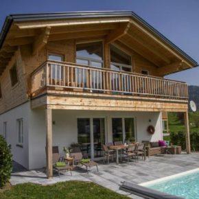 Bayern: 4 Tage Chiemgauer Alpen in luxuriösem Chalet mit Privat-Pool, Sauna & mehr ab 142€ p.P.