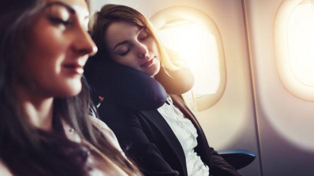 Flugzeug Frau schlafen