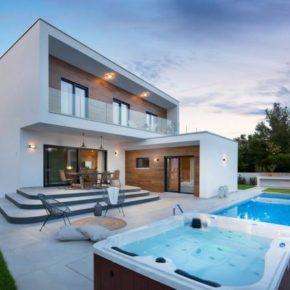 Luxus-Villa: 8 Tage Kroatien mit Privatpool, Beachvolleyball & Whirlpool ab 186€ p.P.