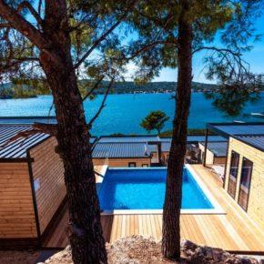 Eigene Luxus-Camping-Villa mit Pool: 4 Tage Kroatien am Wochenende mit 1x Dinner & Champagner ab 166€