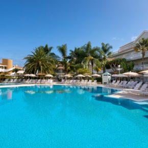 Teneriffa: 7 Tage im TOP 4* RIU Hotel mit Halbpension, Flug, Transfer & Zug für 679€